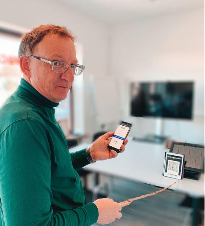 Erdacht hat sich das QRPay24 Bezahlsystem Klaus Hamal. Coronafreies Bezahlen vor Ort mit Online-Bezahlmethoden
